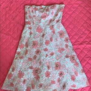 Reposhing this beautiful strapless floral dress.
